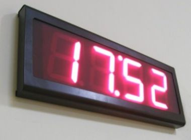 Вътрешен LED часовник - Хронометър